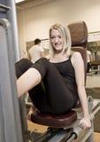 Muchacha exercing sus piernas fotografía de archivo