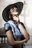 Muchacha expresiva con el sombrero Foto de archivo