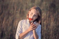 Muchacha feliz al aire libre Foto de archivo libre de regalías