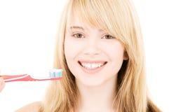 Muchacha feliz con el cepillo de dientes Imagen de archivo libre de regalías