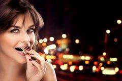 Muchacha feliz con el chocolate Imagenes de archivo
