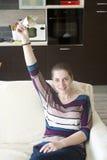 Muchacha feliz con el dinero en manos Fotos de archivo libres de regalías
