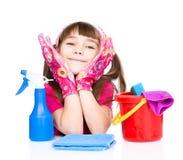 Muchacha feliz con el equipo para limpiar la casa Aislado en wh Fotografía de archivo