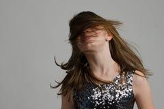 Muchacha feliz con el pelo largo Fotos de archivo