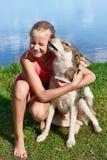 Muchacha feliz con el perro Imagen de archivo