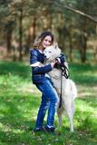 Muchacha feliz con el perro fornido Imagen de archivo libre de regalías