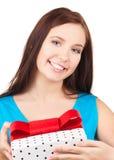 Muchacha feliz con el rectángulo de regalo Imagenes de archivo