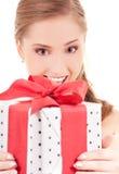 Muchacha feliz con el rectángulo de regalo Fotos de archivo libres de regalías