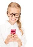 Muchacha feliz con el teléfono celular Imagenes de archivo