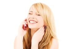Muchacha feliz con el teléfono rosado Fotografía de archivo