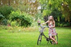 Muchacha feliz con la bicicleta Imágenes de archivo libres de regalías