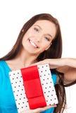 Muchacha feliz con la caja de regalo Foto de archivo libre de regalías