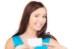 Muchacha feliz con la tarjeta de visita Imágenes de archivo libres de regalías
