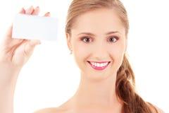 Muchacha feliz con la tarjeta de visita Imagen de archivo