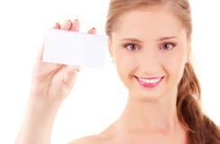 Muchacha feliz con la tarjeta de visita Fotos de archivo