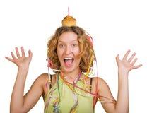 Muchacha feliz con la torta y la vela de cumpleaños Imagen de archivo