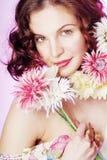 Muchacha feliz con las flores Fotografía de archivo