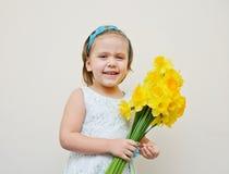 Muchacha feliz con las flores Imágenes de archivo libres de regalías