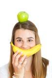 Muchacha feliz con las frutas Foto de archivo libre de regalías