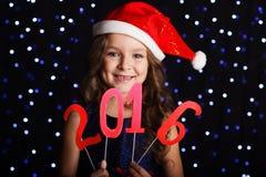 Muchacha feliz con los dígitos 2016, concepto del Año Nuevo Foto de archivo libre de regalías