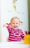 Muchacha feliz con los lápices del colorante Imágenes de archivo libres de regalías
