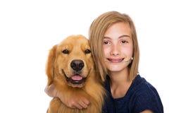 Muchacha feliz con su perro Foto de archivo