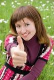 Muchacha feliz con su pulgar para arriba Fotos de archivo libres de regalías