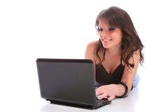 Muchacha feliz con una computadora portátil Imagen de archivo