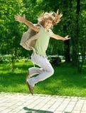 Muchacha feliz de la escuela al aire libre Fotos de archivo