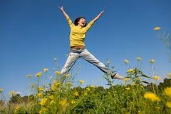 Muchacha feliz de salto Fotografía de archivo