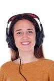 Muchacha feliz del adolescente con música que escucha de los auriculares Fotografía de archivo libre de regalías
