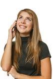 Muchacha del adolescente que habla en el teléfono móvil y que mira para arriba Imagen de archivo