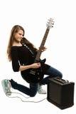 Muchacha feliz del adolescente que toca la guitarra Foto de archivo libre de regalías