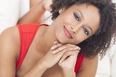 Muchacha feliz del afroamericano de la raza mixta Imagenes de archivo