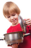Muchacha feliz del cocinero que revuelve la sopa Imagenes de archivo