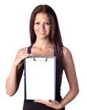 Muchacha feliz del estudiante con el sujetapapeles en blanco Imagen de archivo libre de regalías