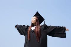 Muchacha feliz del estudiante de tercer ciclo Fotografía de archivo libre de regalías
