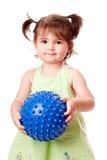Muchacha feliz del niño con la bola Fotos de archivo