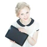 Muchacha feliz del teenege con el ordenador de la PC de la tablilla Imágenes de archivo libres de regalías
