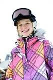 Muchacha feliz en casco del esquí en el centro turístico del invierno Fotografía de archivo libre de regalías