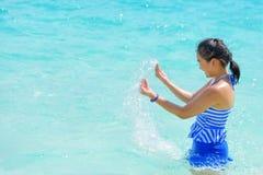 Muchacha feliz en el mar Imagen de archivo
