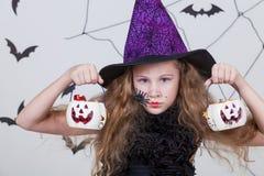 Muchacha feliz en el partido de Halloween Imagen de archivo libre de regalías