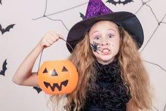 Muchacha feliz en el partido de Halloween Fotografía de archivo libre de regalías