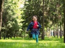 Muchacha feliz en el verano Foto de archivo