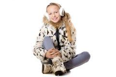 Muchacha feliz en equipo del invierno Fotos de archivo