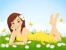 Muchacha feliz en prado de la flor Foto de archivo libre de regalías
