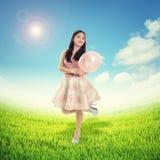 Muchacha feliz en tiempo de primavera Imagenes de archivo