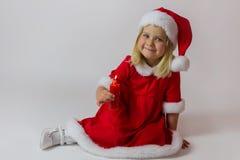 Muchacha feliz en un traje rojo del Año Nuevo Fotos de archivo libres de regalías