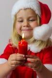 Muchacha feliz en un traje rojo del Año Nuevo Foto de archivo