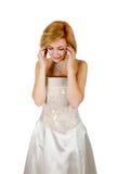 Muchacha feliz en un vestido de noche y un collar blancos Fotos de archivo
